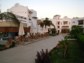 Hotel Lahami Bay - Weg zur Hotel Lobby