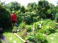 Juni 2011 Taxingo bei der Gartenarbeit