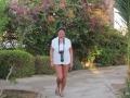 Babsy streift durch die Gartenanlage