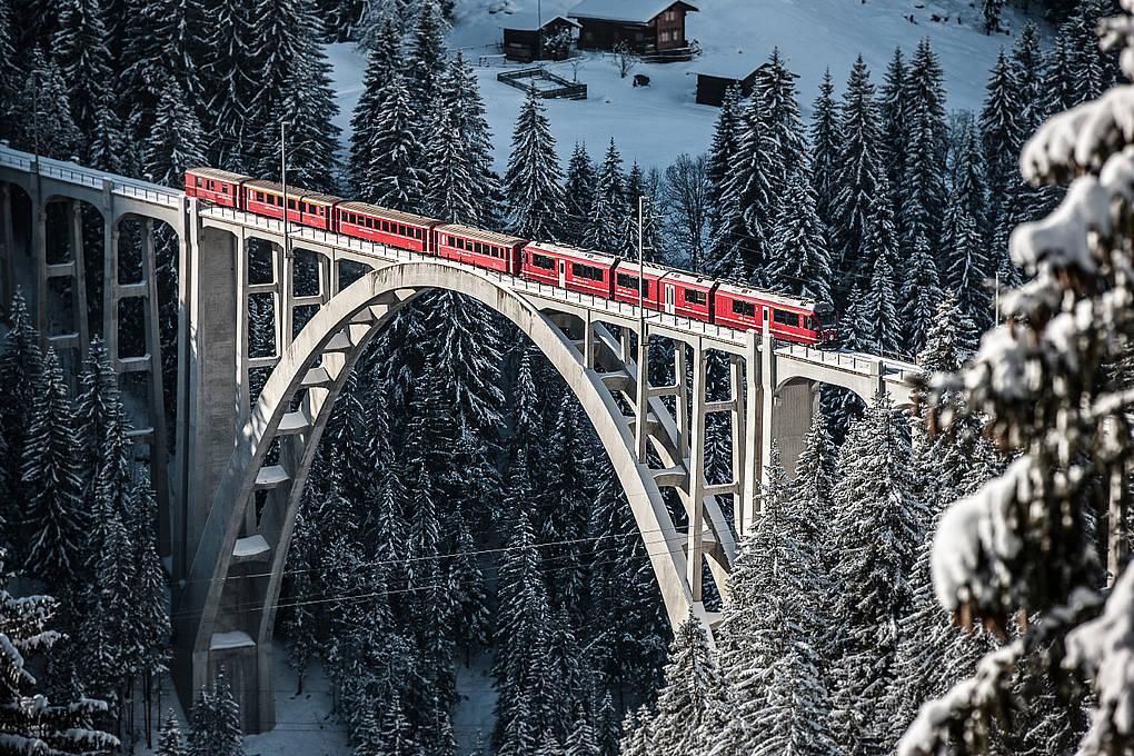 Langwieserviadukt mit Rhätischer Bahn