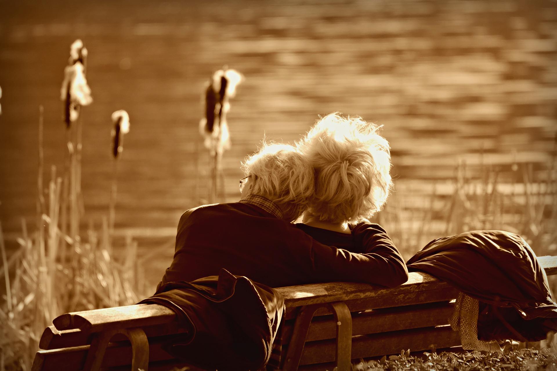 Älteres Paar im Frühling